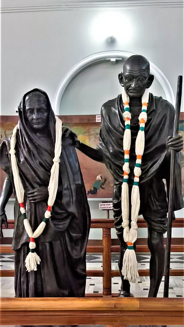 gandhi and wife sculpture